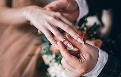 Можно ли показывать обручальные кольца до свадьбы? Как избежать неприятностей, если обручальные кольца кто-то видел?