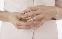 Почему на ночь нужно обязательно снимать кольца: причины