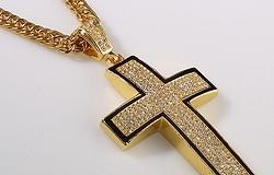 Кулон в виде креста: можно ли носить, какие есть суеверия
