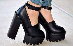 С чем носить ботинки на тракторной подошве: варианты для классического, спортивного, повседневного, романтического стиля