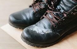 Как очистить обувь от соли: советы, как избежать солевых разводов.