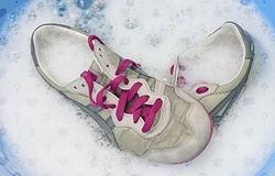 Как постирать кроссовки вручную? Предварительные работы. Пошаговая инструкция стирки кроссовок. Как отбелить подошву? Советы.