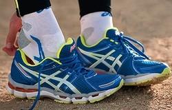 Как выбрать беговые кроссовки: параметры выбора мужских и женских кроссовок для зимы и лета, асфальта и стадиона.