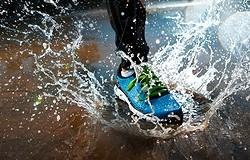 Выбираем кроссовки, которые не промокают: модели популярных брендов