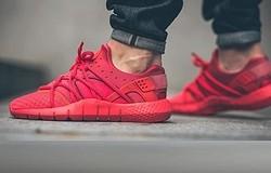 С чем носить красные кроссовки мужские