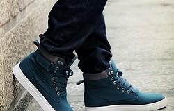 С чем носить высокие мужские кроссовки: как создать спортивный и деловой стиль с высокими кроссовками