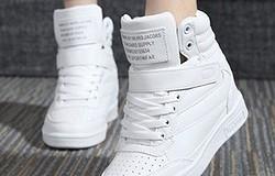 С чем носить зимние кроссовки женские: фото и рекомендации по созданию образов