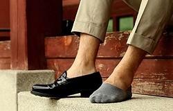 Как носить лоферы с носками? Можно ли их сочетать? Правила комбинирования лоферов и носков.