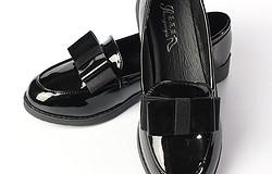 С чем носят черные женские лоферы: юбки, платья, варианты для лаковых