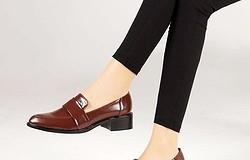 С чем носить коричневые женские лоферы: с брюками, юбками и в деловом стиле