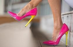 Какой каблук категорически противопоказан после 50 лет? Проблемы, связанные с ношением такой обуви.