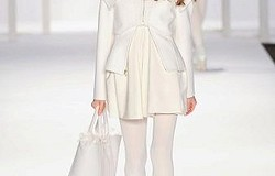 С какими колготками носить белое вязаное платье