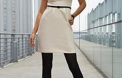 Можно ли носить темные колготки под светлое платье?