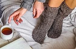 Зачем надевать на ночь мокрые носки: сон в мокрых носках сделает вас неуязвимым для болезни