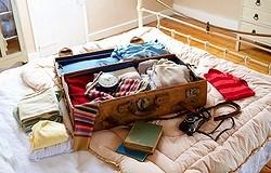 Как правильно и компактно сложить пальто в чемодан: несколько проверенных способов