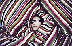 Почему под одеялом в пододеяльнике теплее, чем без него?