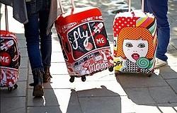 Как правильно одеть чехол на чемодан: пошаговая инструкция. Как быть, если он больше или меньше? Как понять что чехол надет правильно?