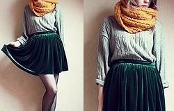 С чем носить вельветовые брюки, юбку, платье – образ женщины