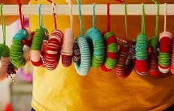 8 елочных игрушек, которые легко сделать из шерстяных ниток